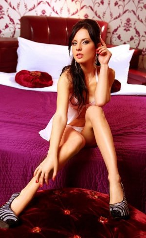 Ombeline erotic massage in West Lafayette IN